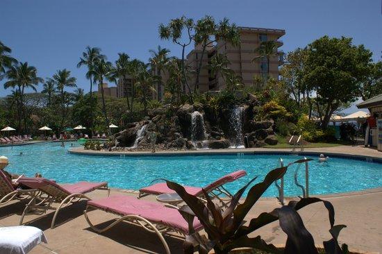 Ka'anapali Beach Club: Huge swimming pool.