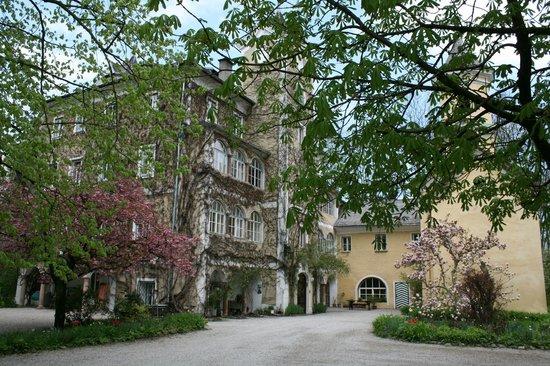 Schloss Haunsperg : Schloss Hausperg in Spring #A