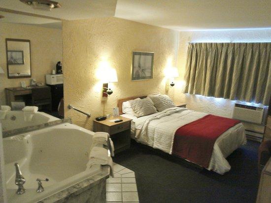Motel 6 Appleton: Jacuzzi Suite
