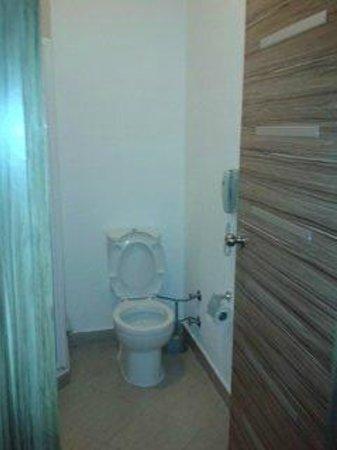 Serhan Hotel: Toilet