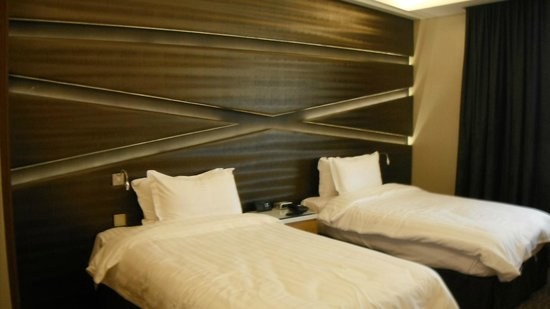 Al Safir Hotel & Tower: Twin room