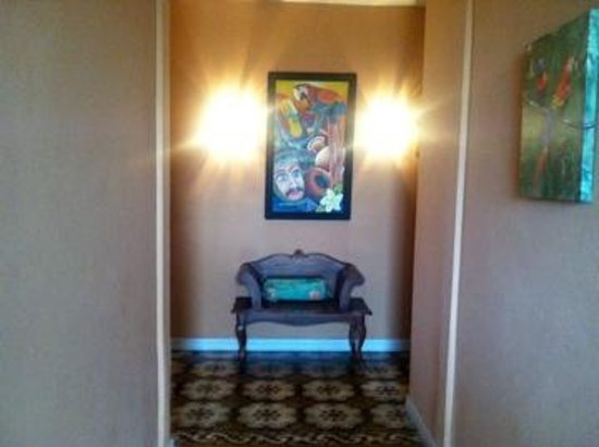 Casa 69: Hallway