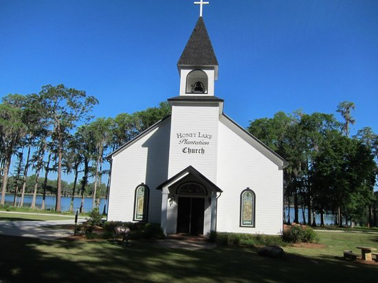 Honey Lake Plantation Resort & Spa: Church on the Lake.  Great Wedding spot!