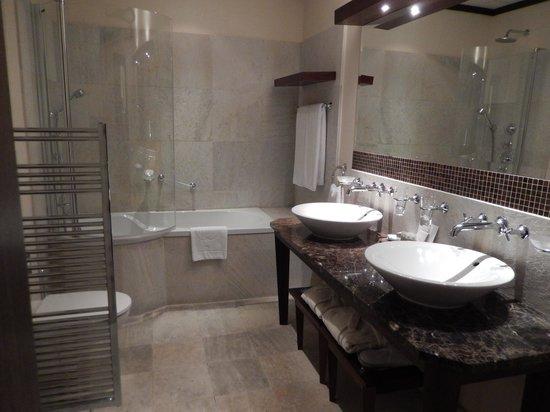 Mamaison Hotel Le Regina Warsaw: Bathroom