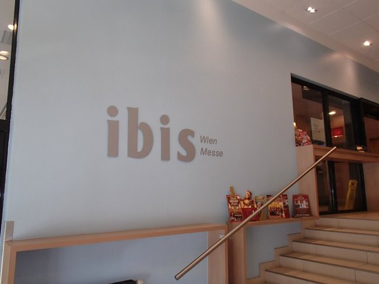 Hotel Ibis Wien Messe: In entrance stares