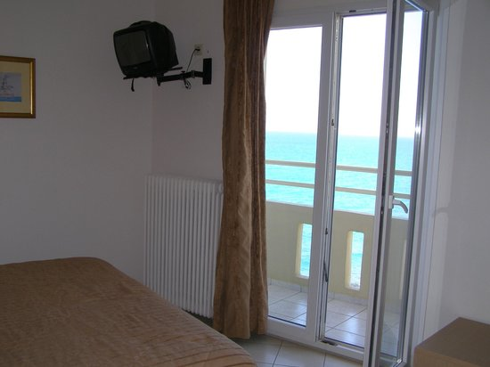 Room 402 Kronos Hotel