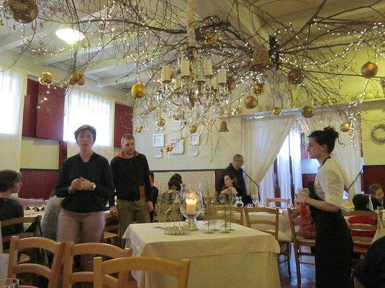 Fontanafredda, Italy: sala principale
