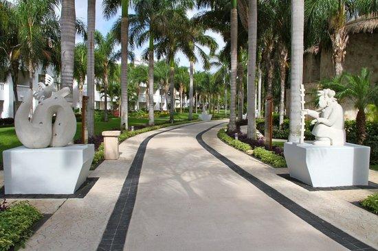 Grand Sunset Princess All Suites Resort Walk Way