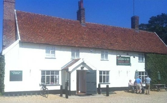 The Greyhound Inn: The charming outside view on a beautiful sunny day in Suffolk