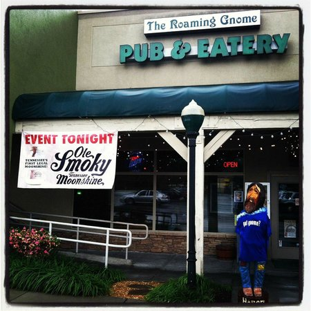 The Roaming Gnome Pub & Eatery: Front