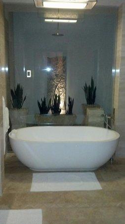 Dorado Beach, a Ritz-Carlton Reserve: Soaking tub and a private open air shower beyond.