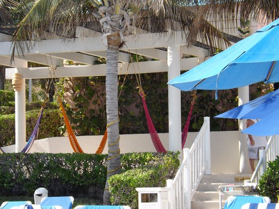 Golden Parnassus All Inclusive Resort & Spa Cancun: Great place to take a nap