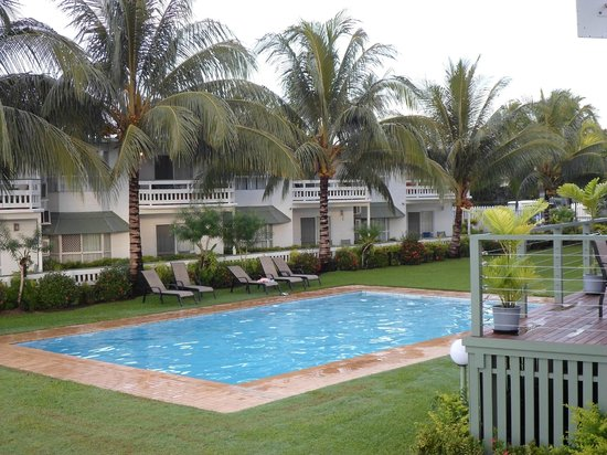 Madang Lodge Hotel: Pool