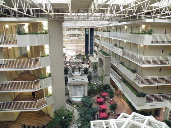 Embassy Suites by Hilton Atlanta - Airport: Rooms overlooking central area