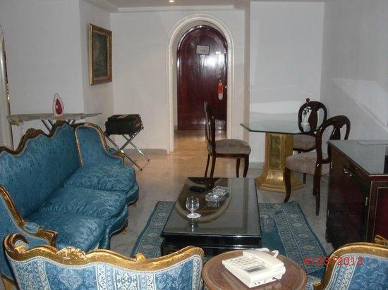 Hotel La Maison-Blanche: Suite sitting area