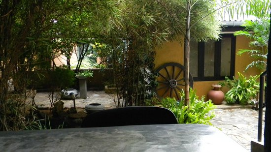 Settle Inn Tourist Lodge: patio