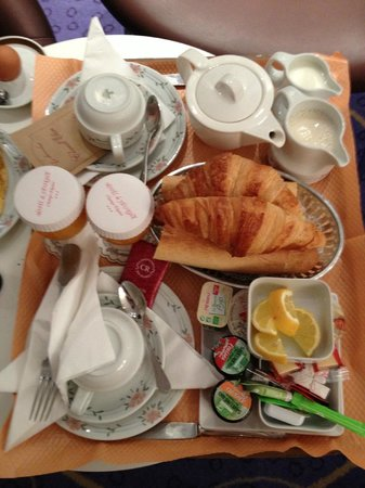 Hotel de Sevigne : Breakfast in the room is an option, or you can eat in the breakfast room.