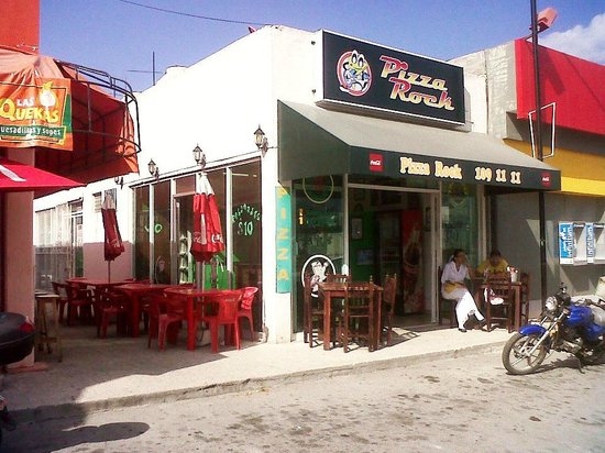 Pizza Rock: Av. Luis Donaldo Colosio, Frac. Bosque Real. Local 2 Diagonal 65 Nte