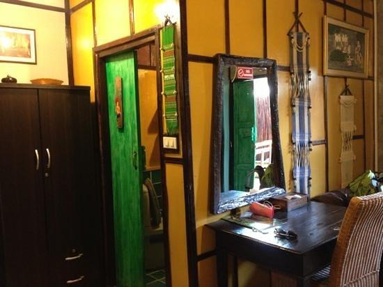 Buri Gallery House: chambre