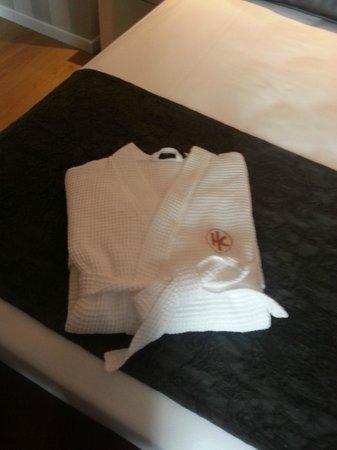 Hotel Catalonia Reina Victoria Wellness & Spa: El albornoz