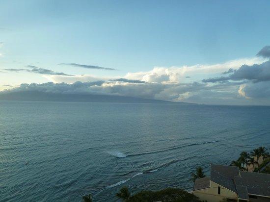 Ka'anapali Beach Club: View of Molokai from our lanai.