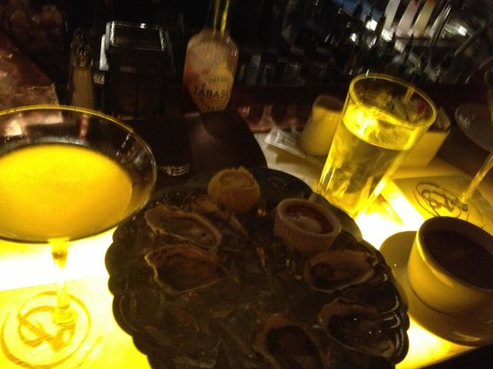El Gaucho: Oysters and Martinis