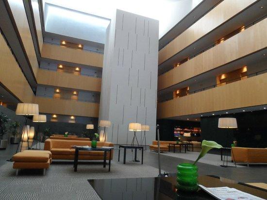 Tryp Barcelona Aeropuerto Hotel: Холл отеля
