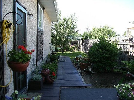 Country Fare Bed & Breakfast : Garden