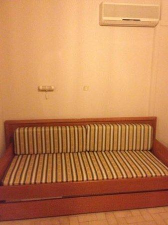 Lefteris Village: sofa that turns into 2 singles