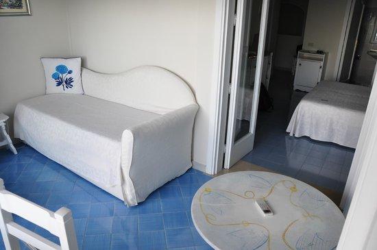 Villa La Tartana: Sun room with fold out bed.