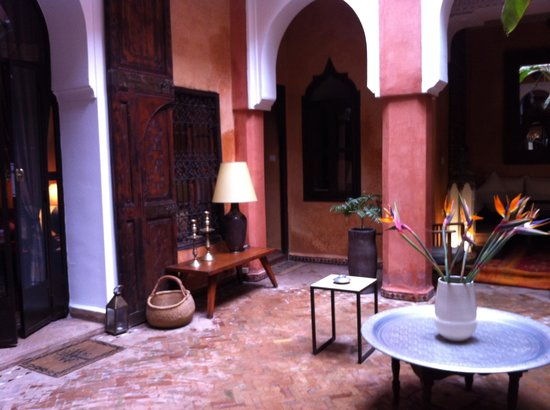 Riad Dar Attajmil: Lounge area