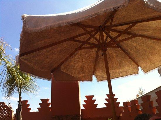 Riad Dar Attajmil: The sunny roof terrace