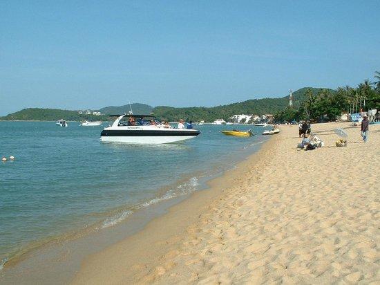 Kanda Residences: Beach close by....1 of many  :O)