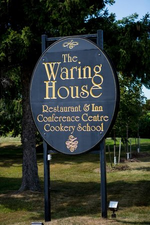 The Waring House Pub and Restaurant: Exterior