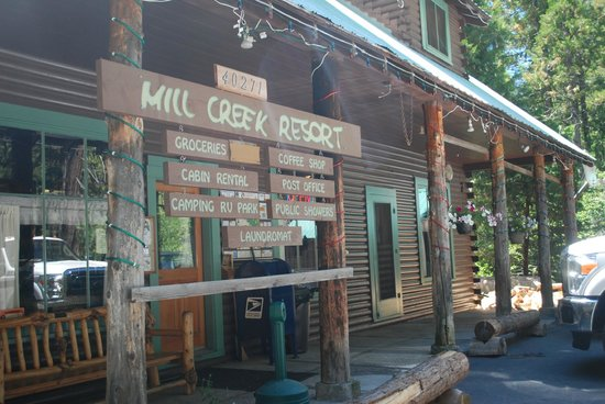 Mill Creek Resort: Front of Main Building/Cafe