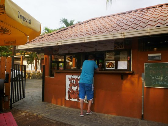 Papa Hog's Smokehouse: Front of resto / ordering counter
