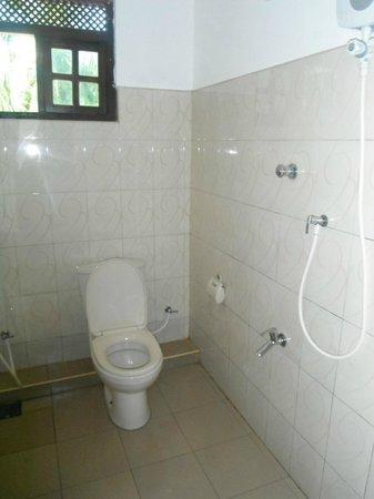 Nadeeja Guest House: Ensuite bathroom