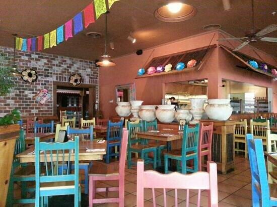 Pacifico Mexican Restaurant: quaint interior.  very festive.