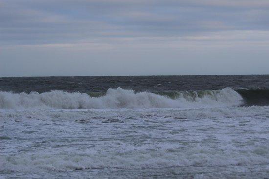 Best Western Plus Grand Strand Inn & Suites: waves
