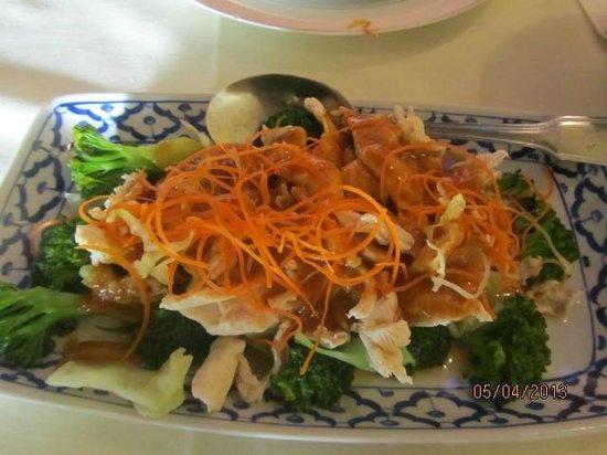 White Elephant Thai Cuisine: Peanut Sauce Chicken