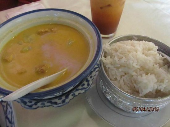 White Elephant Thai Cuisine: Yellow Curry with Rice