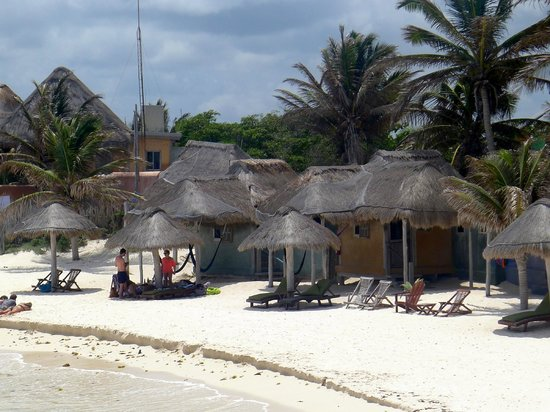Zamas: Some accommodations are right on the beach