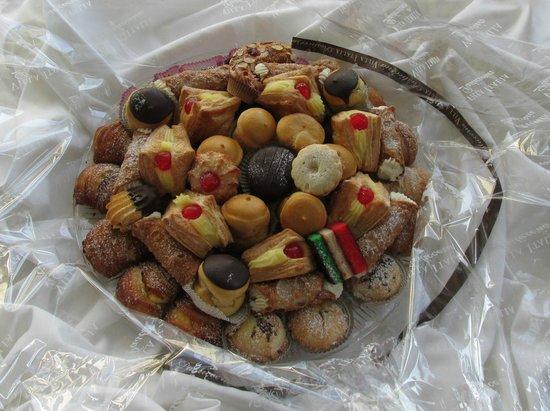 Villa Italia: 7 lb Tray of Assorted Pastries and Italian Cookies