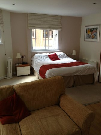 The Atrium Serviced Apartments: Bed area of the apartment