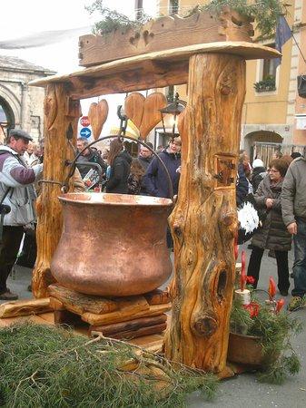 Collegiata dei Santi Pietro e Orso: fontana