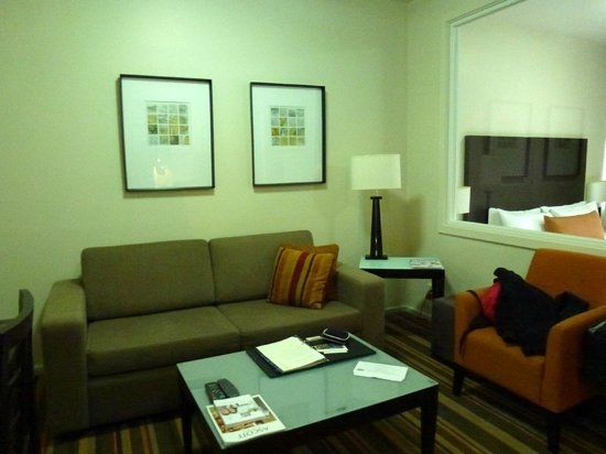 سومرست أون إليزابيث ملبورن: Living room