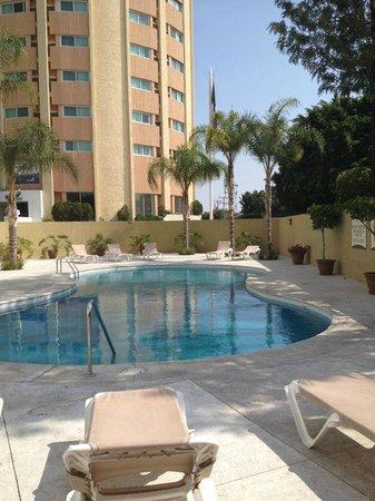Staybridge Suites Guadalajara Expo : Area de alberca