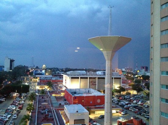 Staybridge Suites Guadalajara Expo: Plaza del Sol