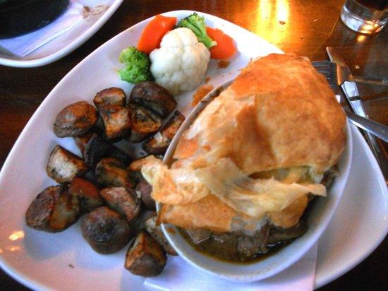 The Irish Harp Pub: Steak and Guinness