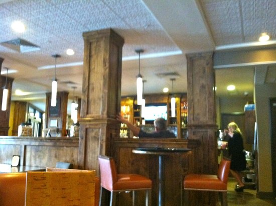 8th Street at the Ivy: Very comfortable interior.